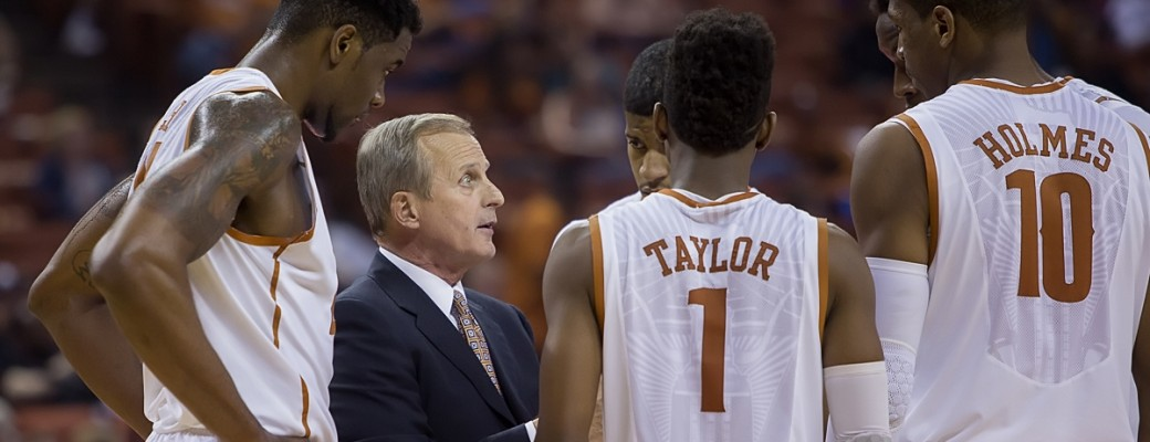 Texas coach Rick Barnes huddles with the team. (Will Gallagher/IT)
