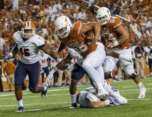 Chris Warren runs over UTEP (Will Gallagher/IT)